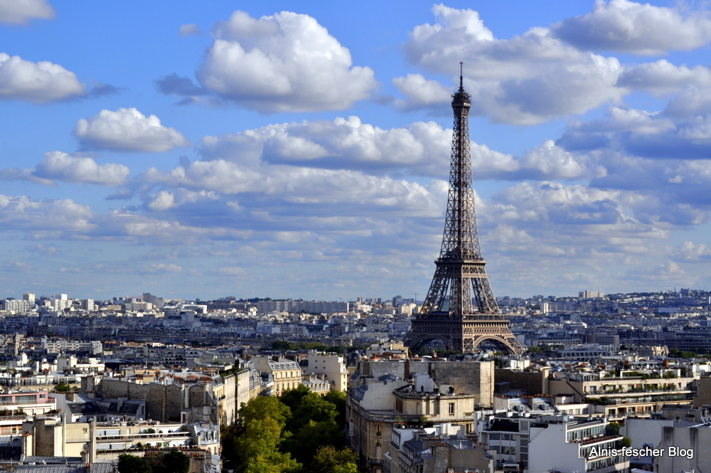 Black lace top wandering through Paris