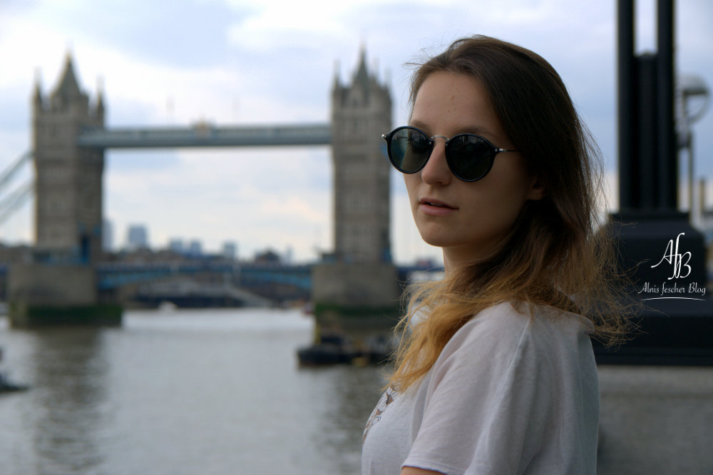 Tower Bridge Casual Look