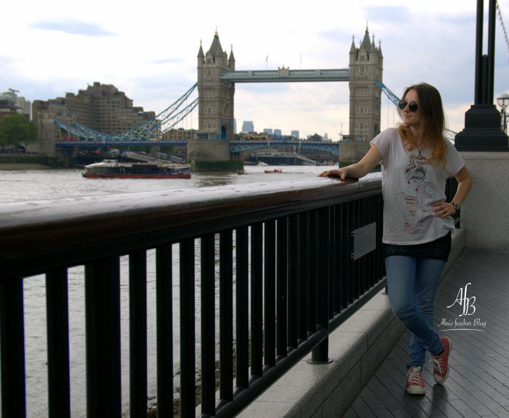 Tower Bridge Casual Look