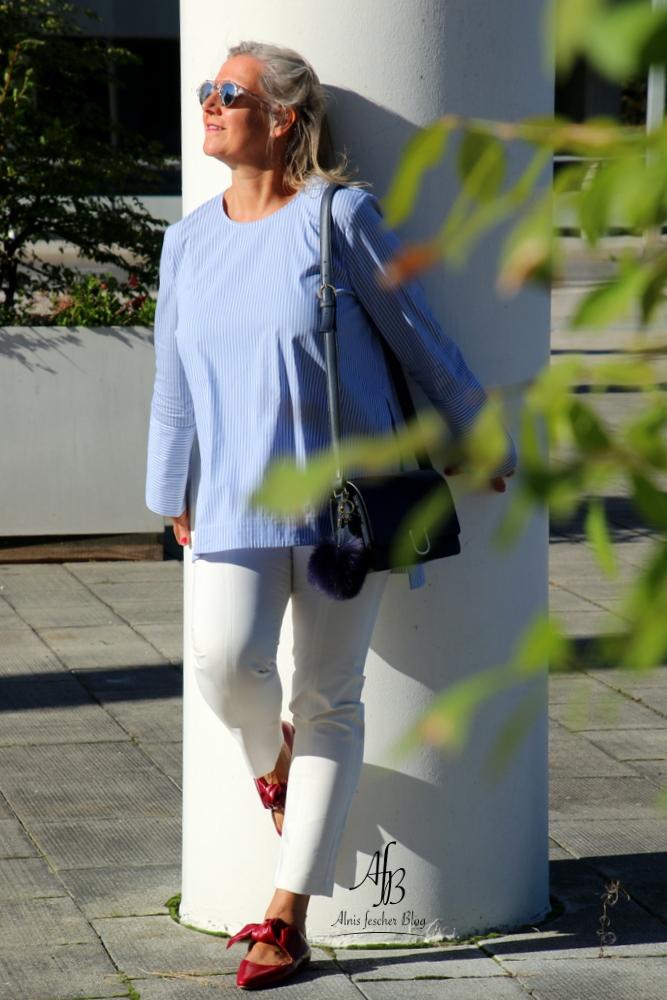 Rote Schleifen und blaues Hemd in St.Pölten