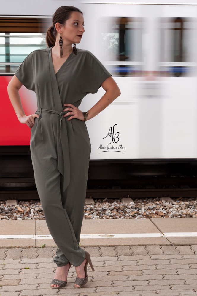 alnis-green-jumpsuit-8