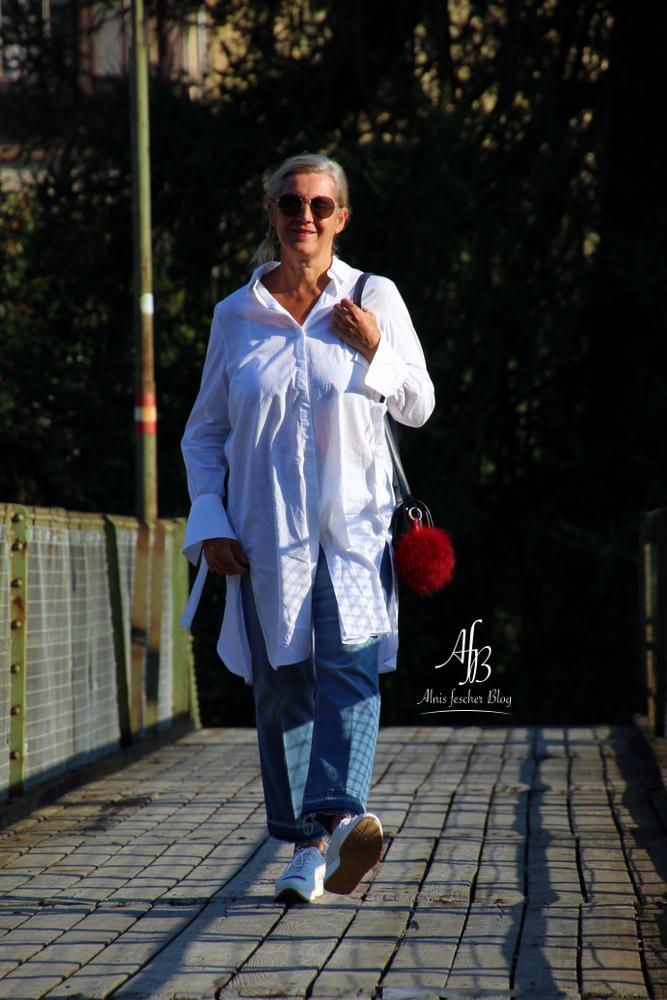 alnis-musette-sneakers-white-blouse-2