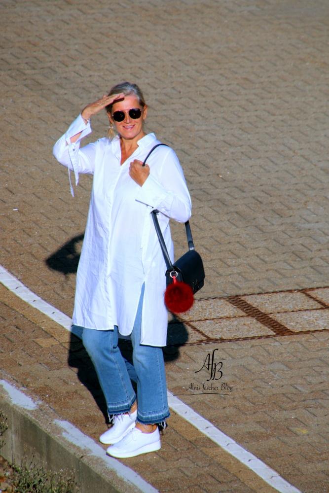 alnis-musette-sneakers-white-blouse-5