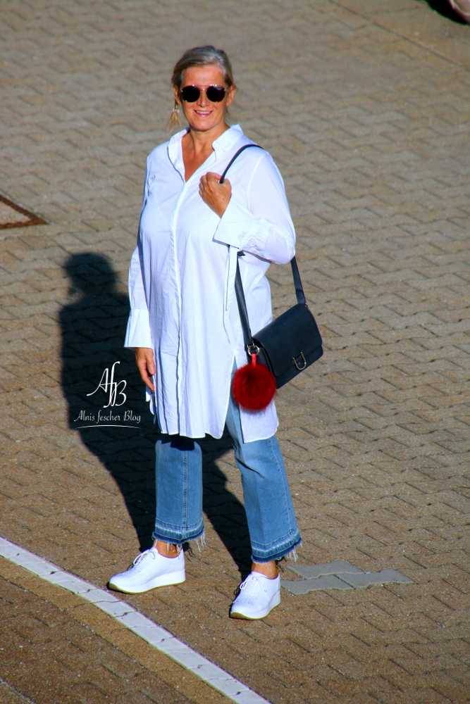 alnis-musette-sneakers-white-blouse-6