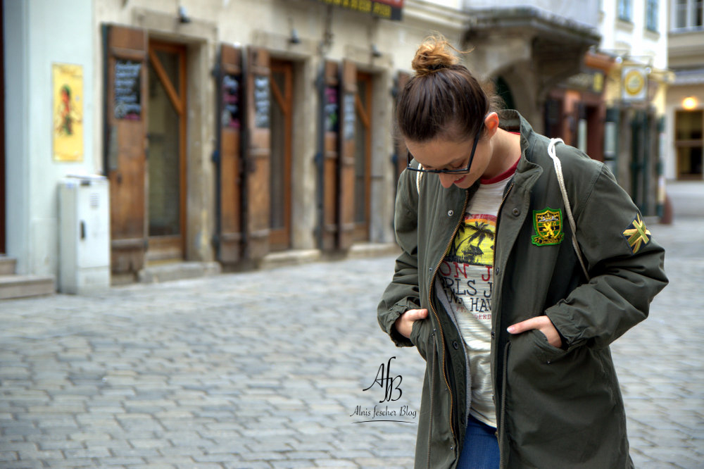 Green Parka meets Surf Shirt