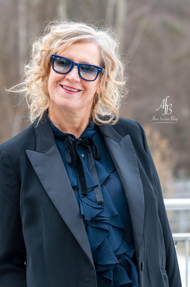 Outfit: Gucci Tasche, Schleifenbuse und Damen-SmokingOutfit: Gucci Tasche, Schleifenbuse und Damen-Smoking