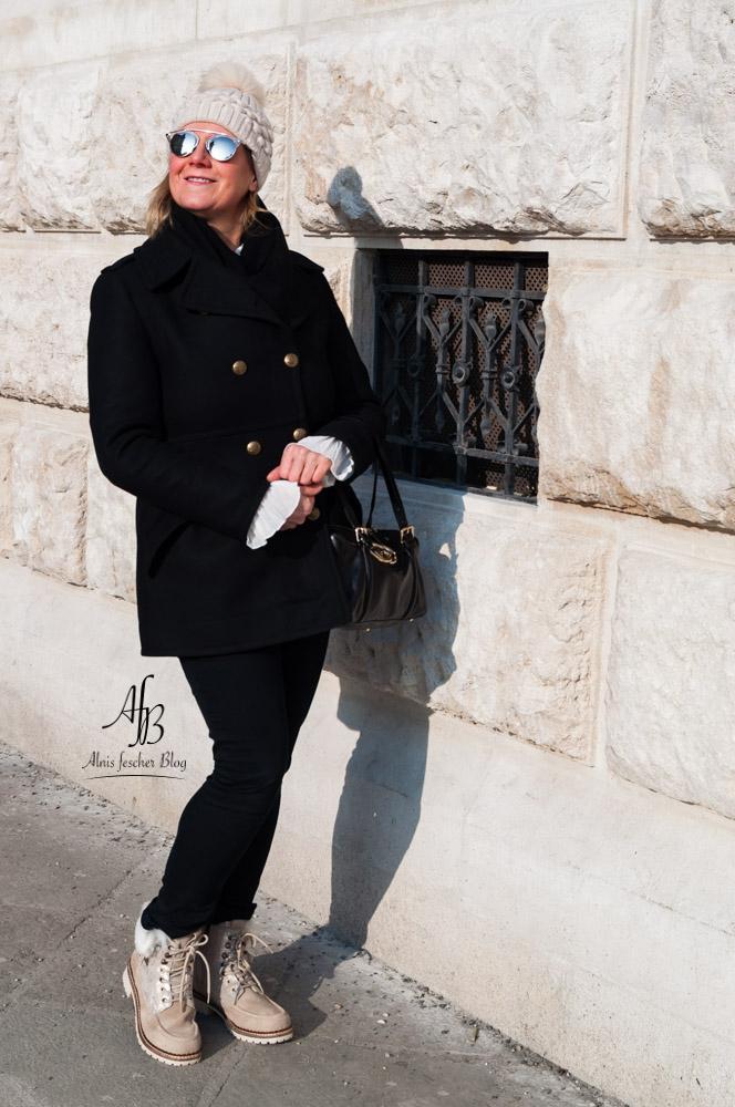 Outfit: Winterstiefel und dicke Wollmütze
