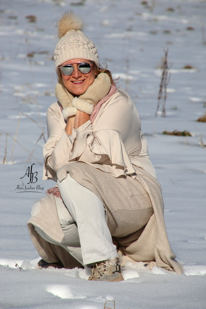 Outfit: Volant-Bluse - Pastell im Winter