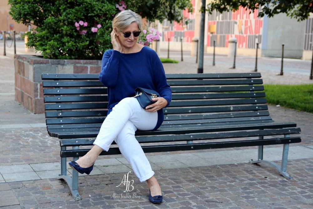 Outfit-Inspiration Milano: Dunkelblaue Kaschmir-Kombination