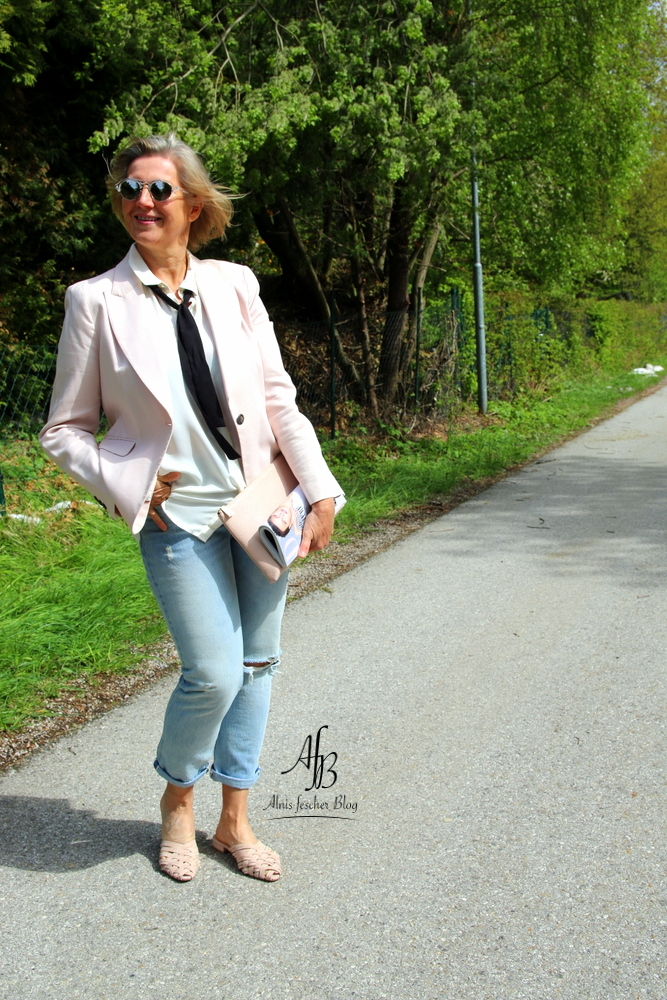 outfit rosa blazer mit destroyed jeans alnis fescher blog. Black Bedroom Furniture Sets. Home Design Ideas
