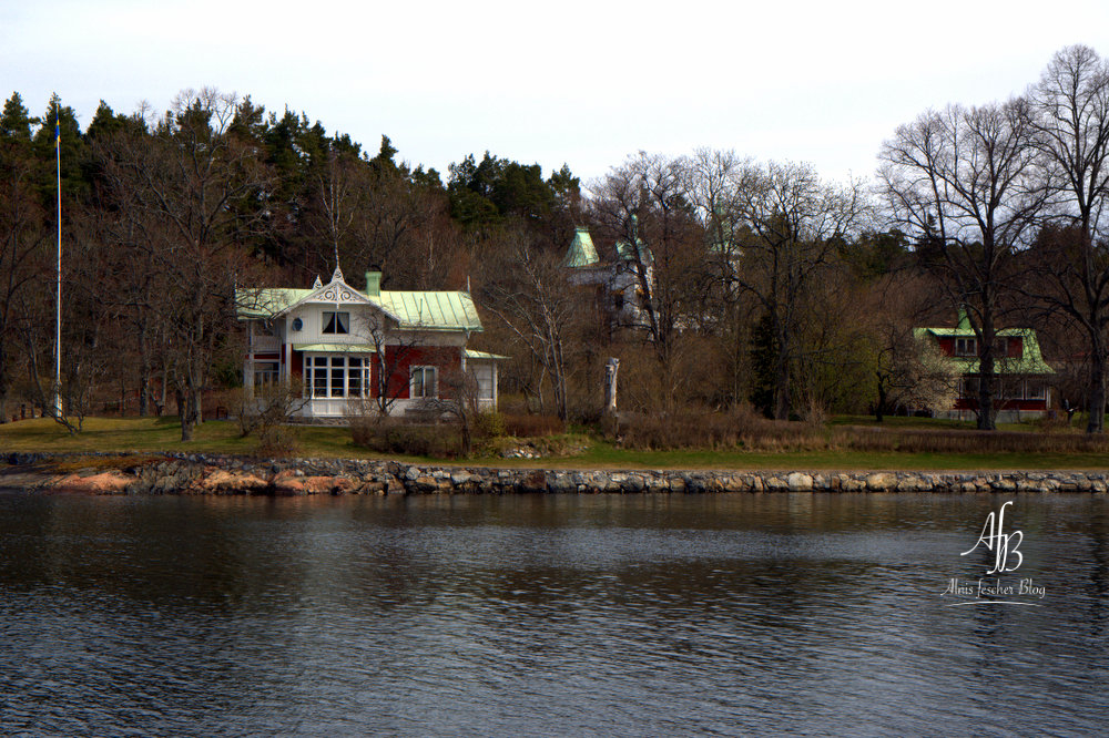 Stockholm Schärengarten Bootsfahrt Outfit: Nordischer Marine-Look