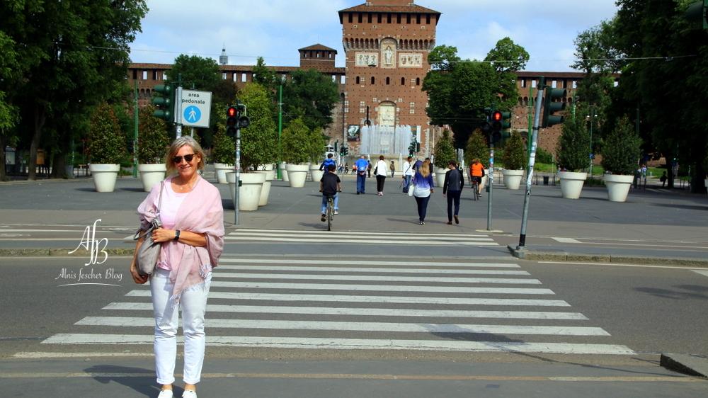 Rosa Outfit: Über den Dächern von Mailand