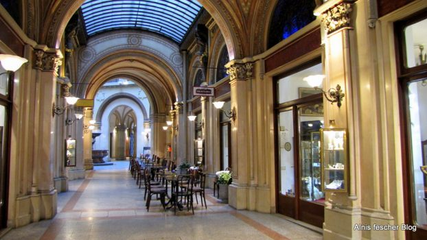 Paris in der Ferstelpassage - das Beaulieu