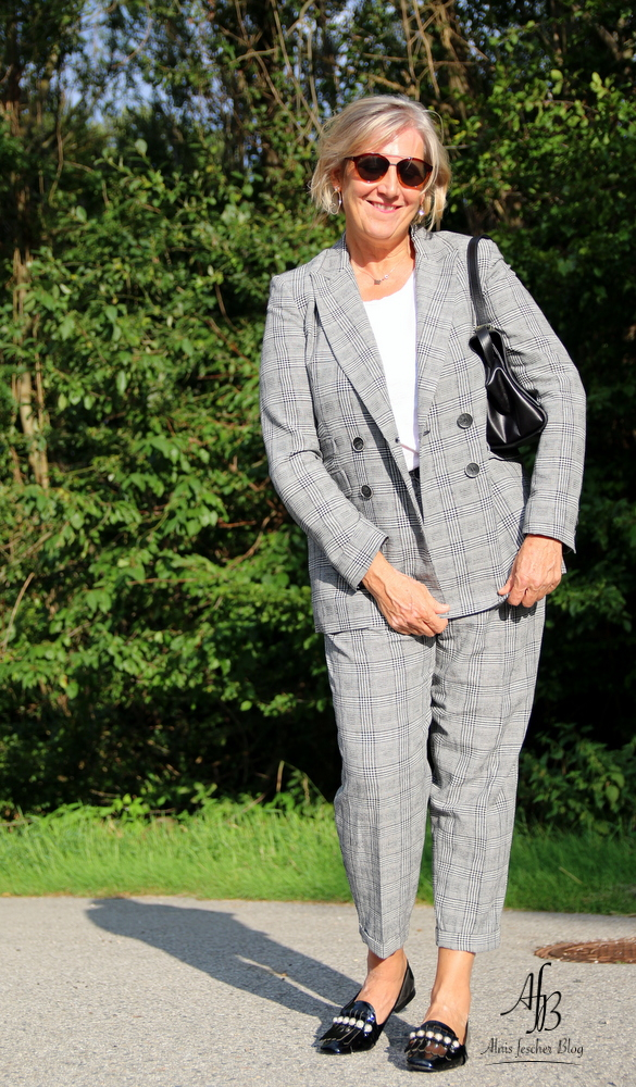 Outfit: Blazer und Hose im Prince-of-Wales-Check