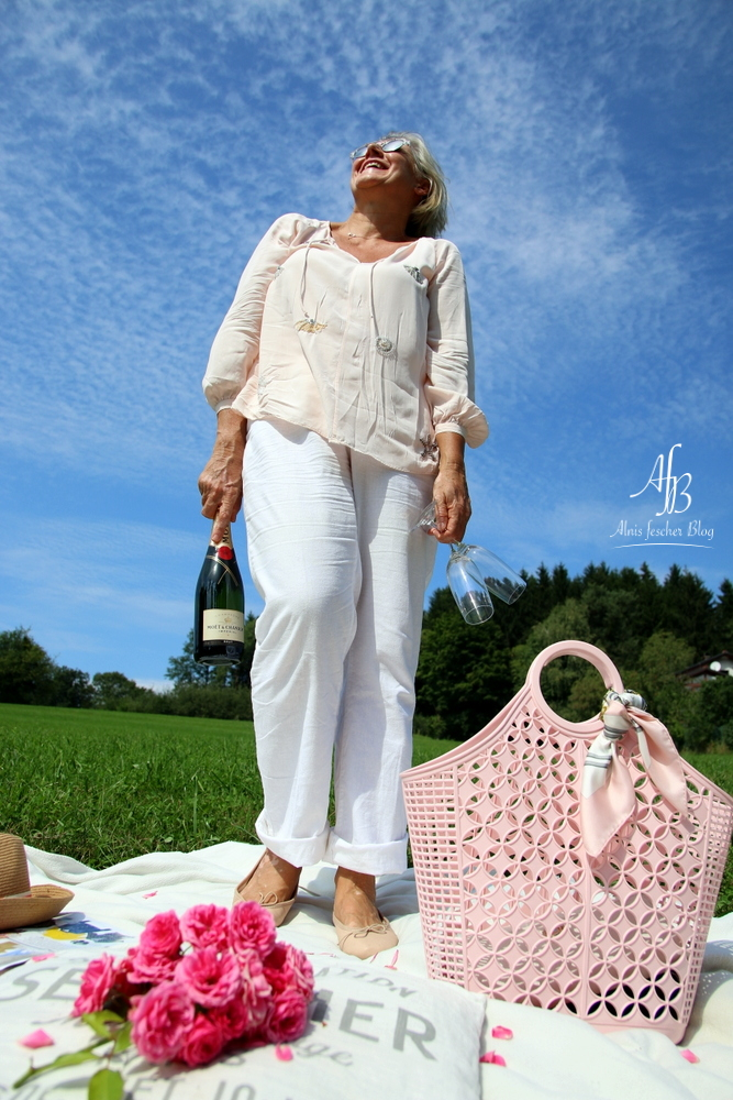 Outfit: Rosa-Weißes Picknick im GrünenOutfit: Rosa-Weißes Picknick im Grünen