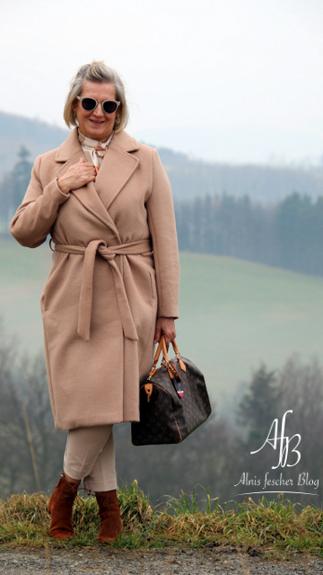 Outfit: Camel im Retro-Style