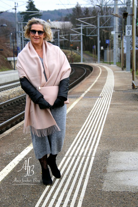 Outfit: Strickkleid-Kombination im Lagenlook