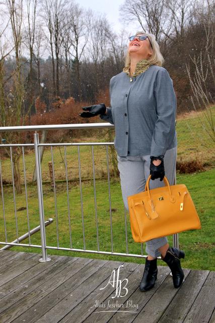 Outfit: Schummelbluse und kurzer Blazer