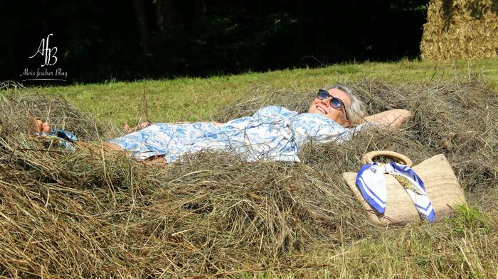 Summer feeling mit Maxikleid und Heu