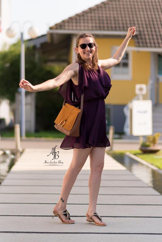 Neuer Lebensabschnitt mit violettem Sommerkleid