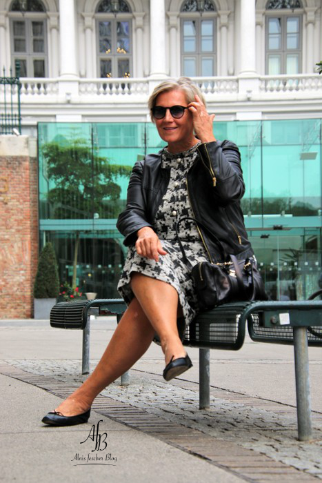 Outfit: Kleid im pied-de-poule Style